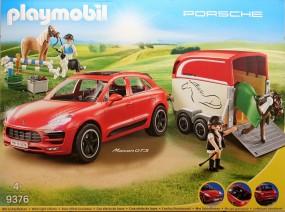 Porsche Macan GTS mit Pferdeanhänger
